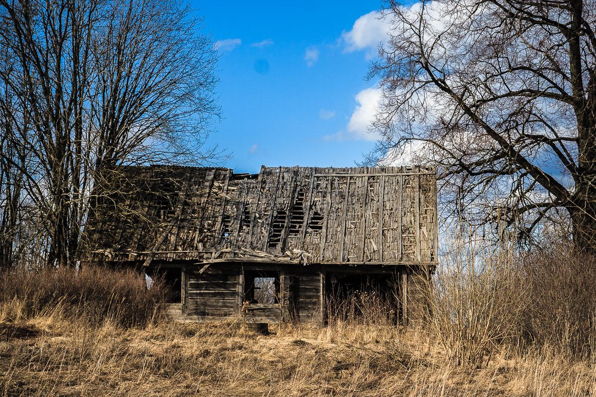 Abandoned Wooden House Via @Atisgailis