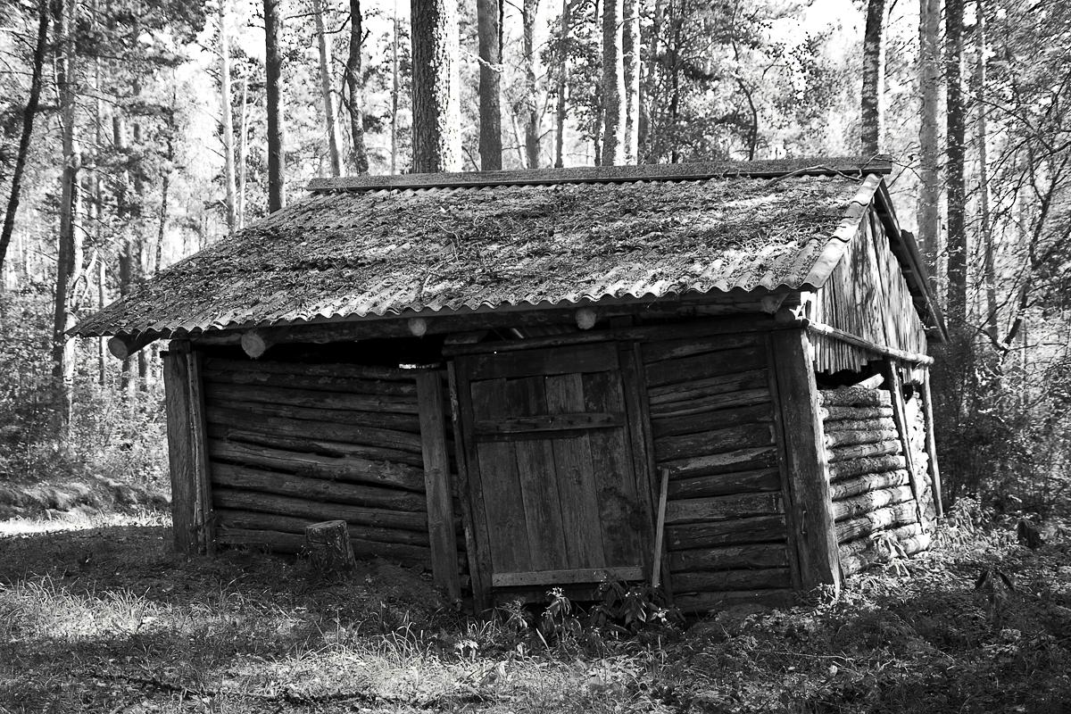 Old Woden Hut Via @Atisgailis