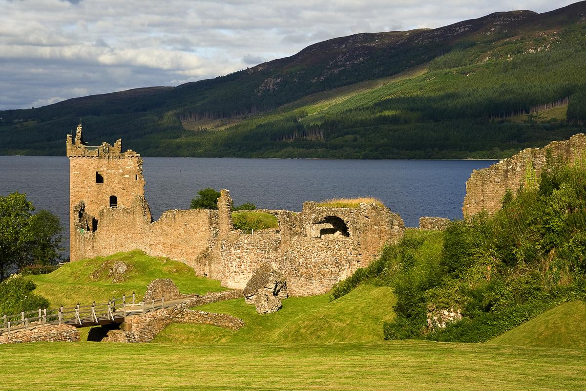 Urquhart Castle Via @Atisgailis