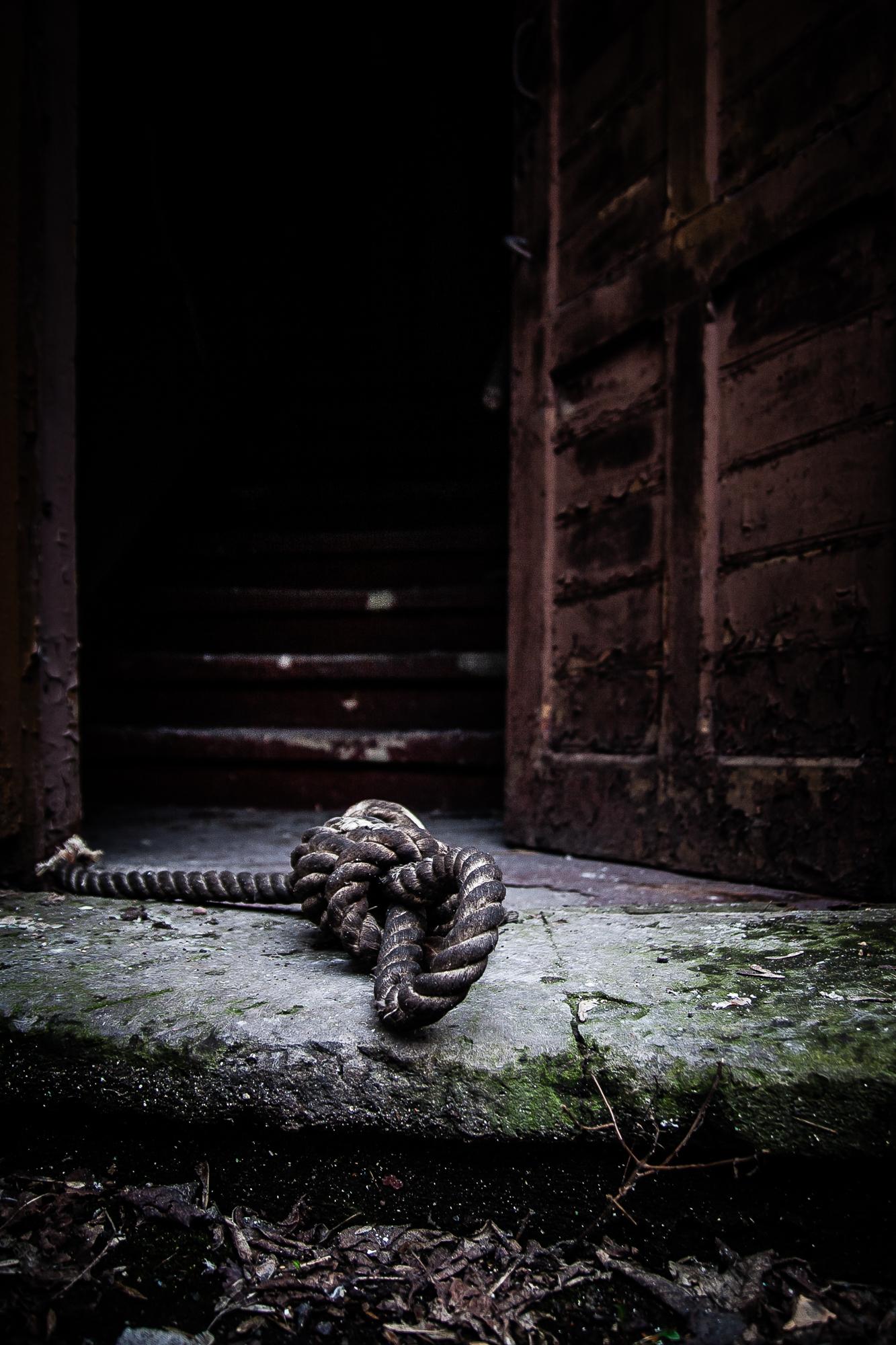 Knot On Threshold Via @Atisgailis