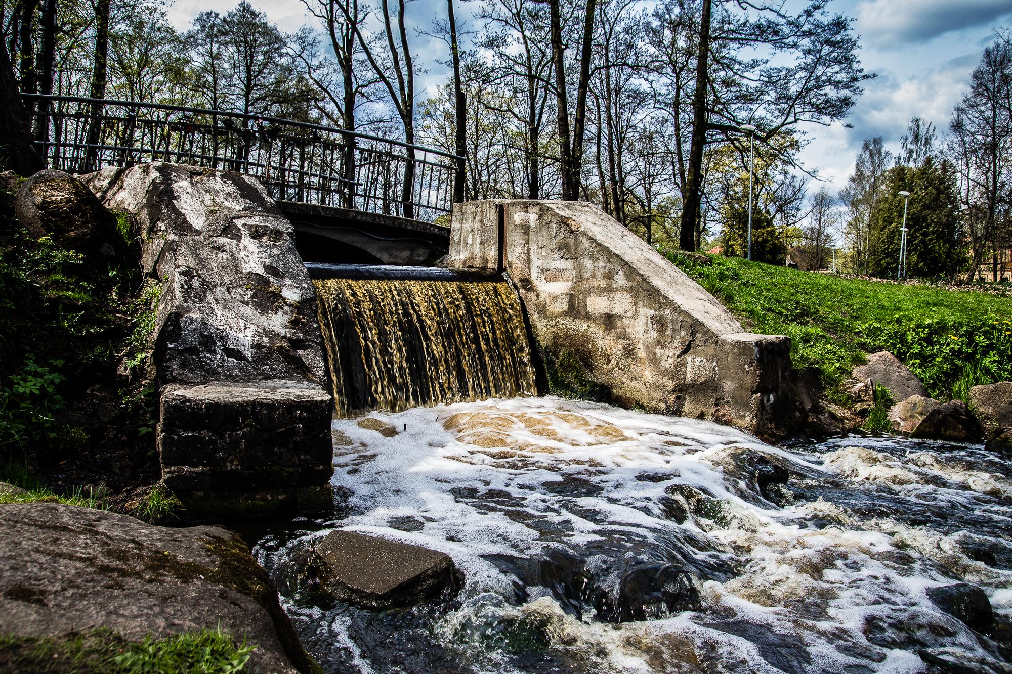 Waterfall Under The Bridge Via @Atisgailis