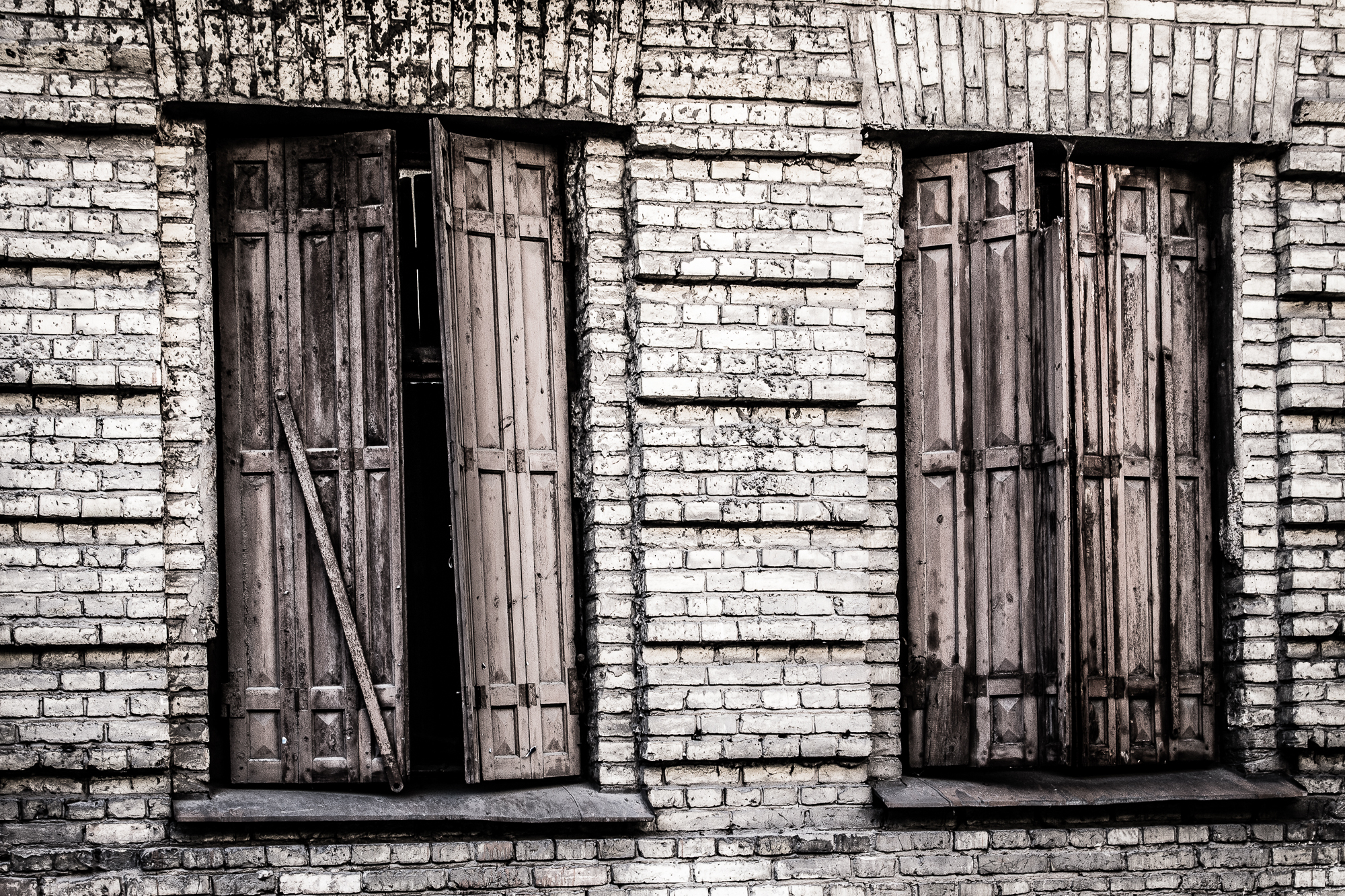 Windows Of Abandoned House Via @Atisgailis