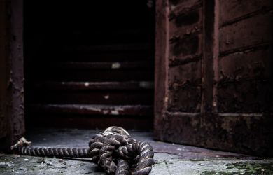 Knot on threshold