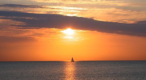 Boat In The Sea Under Evening Sun Via @Atisgailis