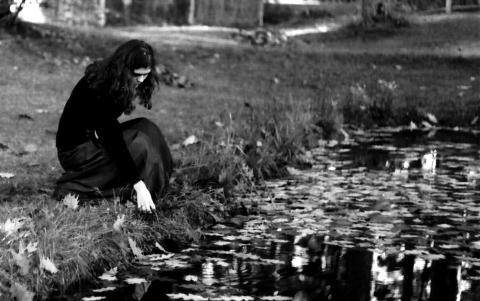 Girl At Pond Via @Atisgailis