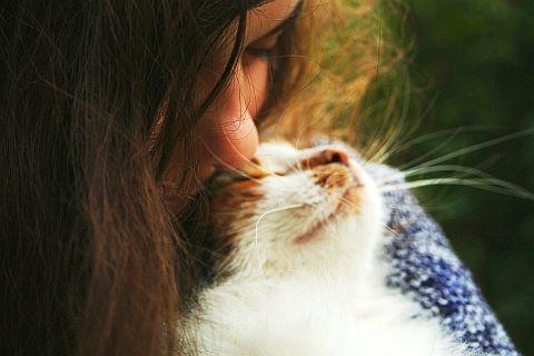 Girl With Cat Via @Atisgailis