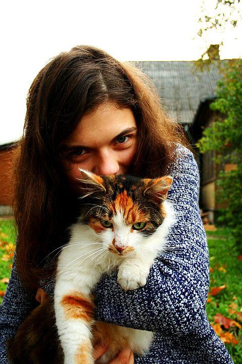 Girl With Cat #2 Via @Atisgailis