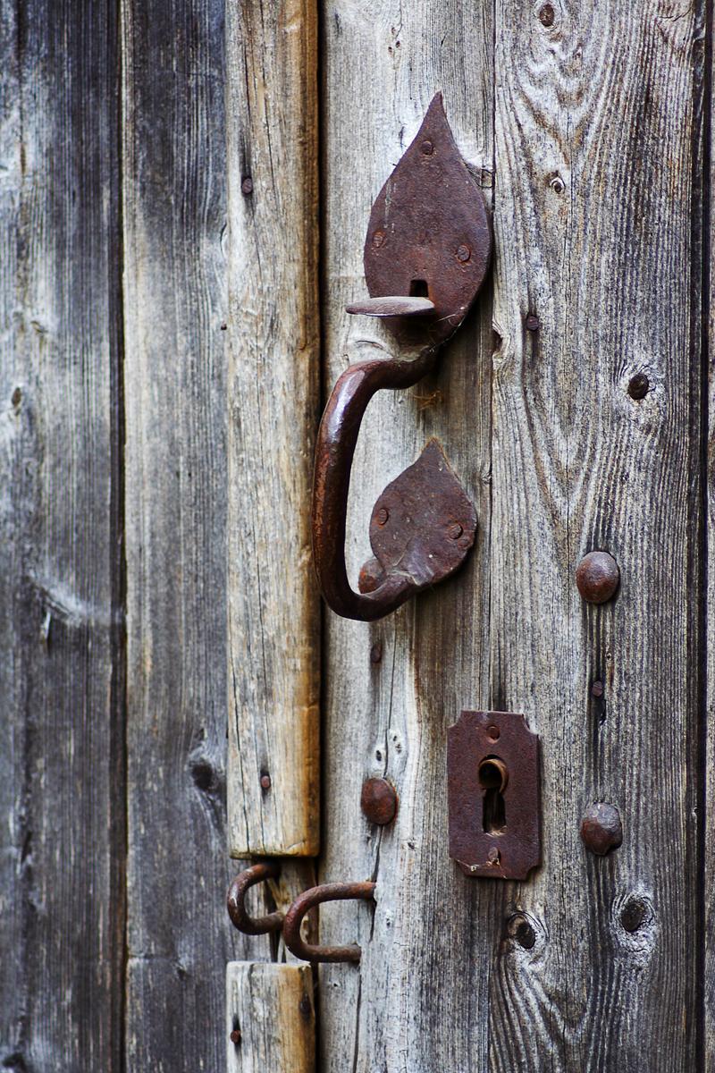 Door-Handle Via @Atisgailis